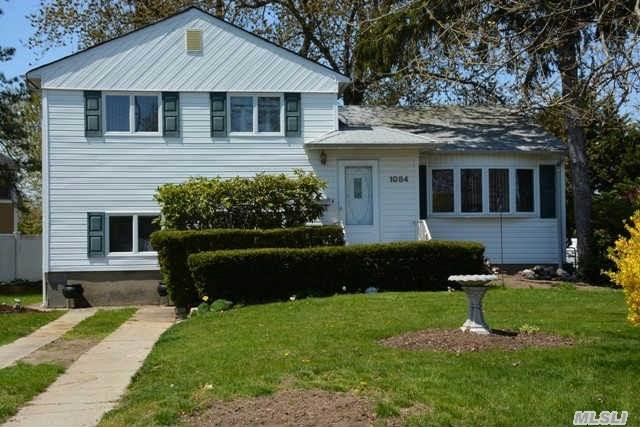 1084 Hicksville Rd, Massapequa, NY