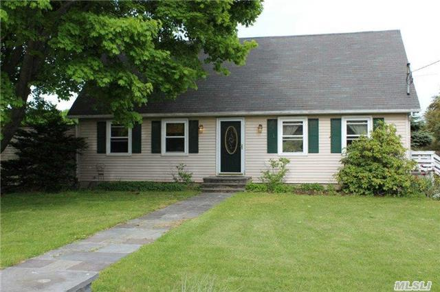 425 Munsell Rd, Patchogue, NY