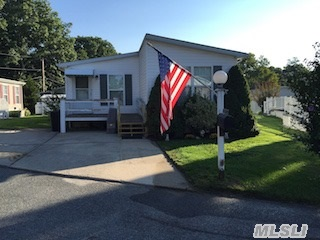 1661 265 Old Country Rd, Riverhead, NY