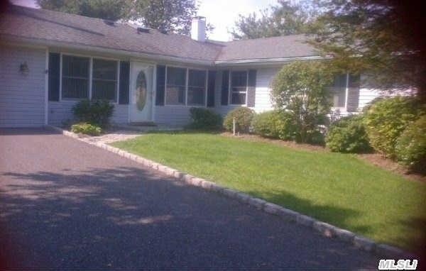 12 Malvern Ln, Stony Brook, NY 11790