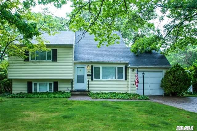 97 N Howells Point Rd, Bellport, NY