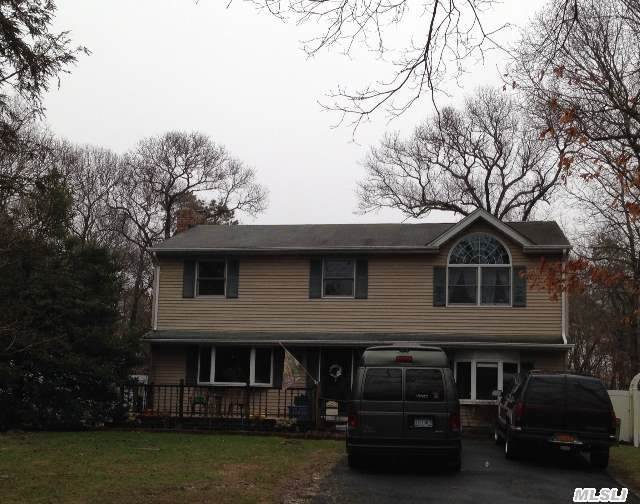 35 South St, Manorville, NY