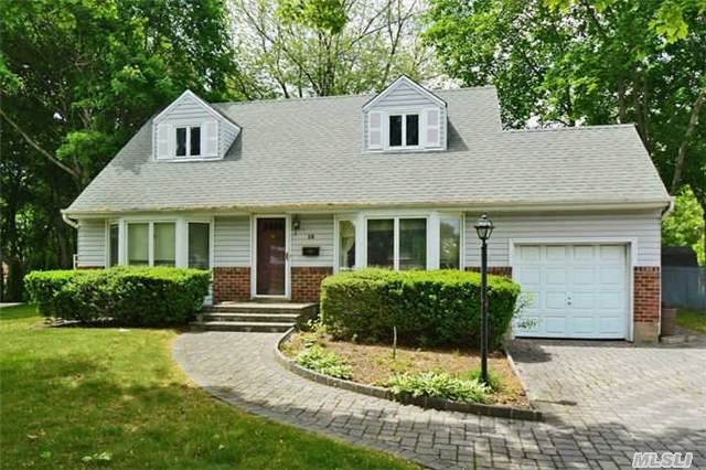 18 Terry Ln, Commack, NY