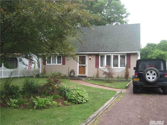 196 Lexington Rd, Shirley, NY 11967