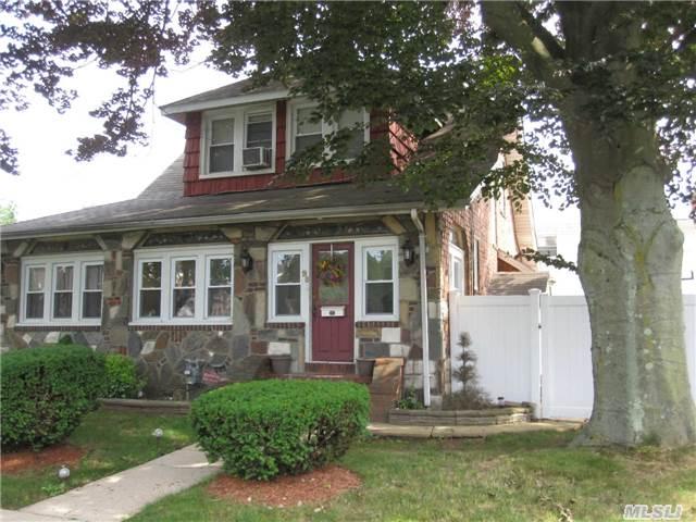 98 Lawson St, Hempstead, NY