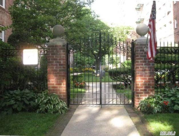 36 Cathedral Ave #APT 3c, Hempstead, NY