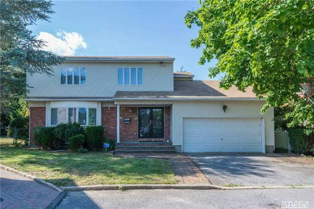 66 Muttontown Eastw Rd, Syosset, NY