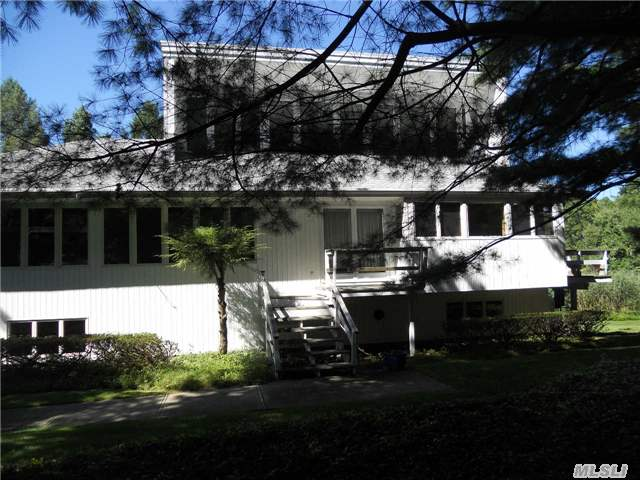 852 Pond View Rd, Riverhead, NY