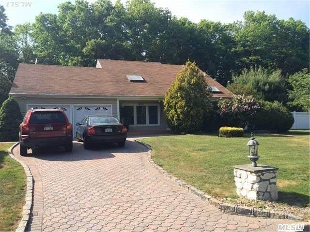 27 Biscayne Dr, Mount Sinai, NY