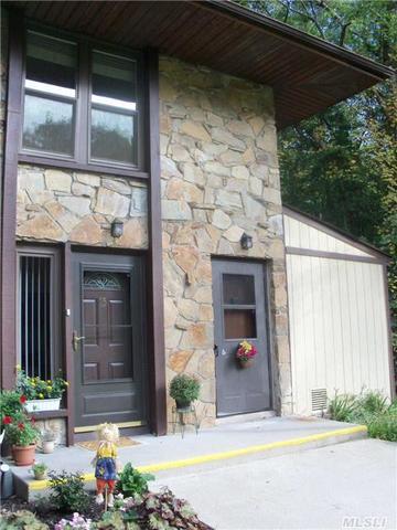 16 Oak Ct, Selden, NY 11784