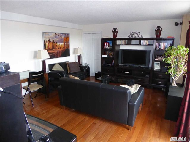 72-35 112th St #APT 9a, Forest Hills, NY