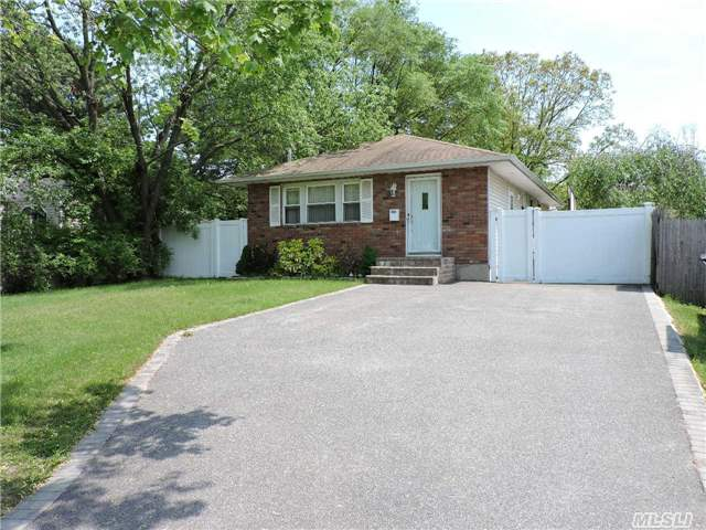 15 manhattan blvd islip terrace ny 11752 mls 2825036