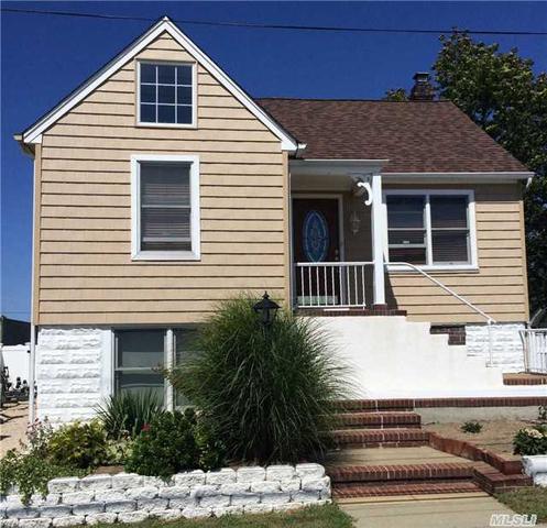 68 Hampton Pl, Freeport, NY