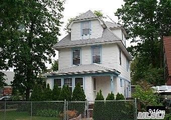 115 W Marshall St, Hempstead, NY