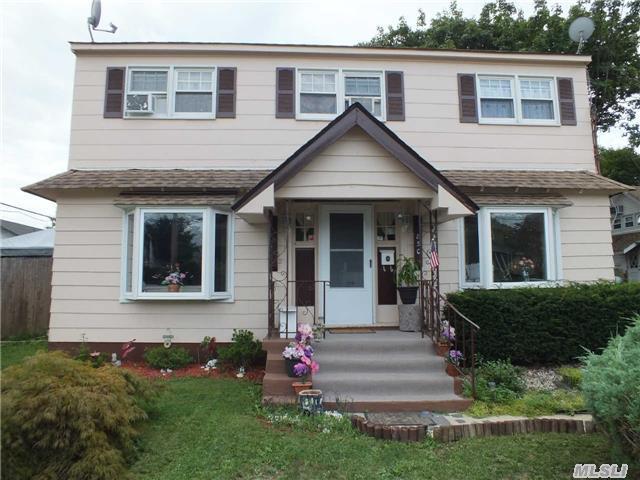 850 Waverly Pl, Baldwin, NY