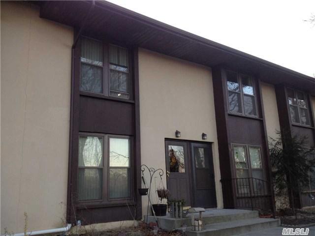 12 Spruce Ct, Selden, NY 11784