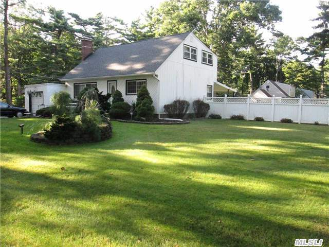 1 Flick Place, Brentwood, NY 11717
