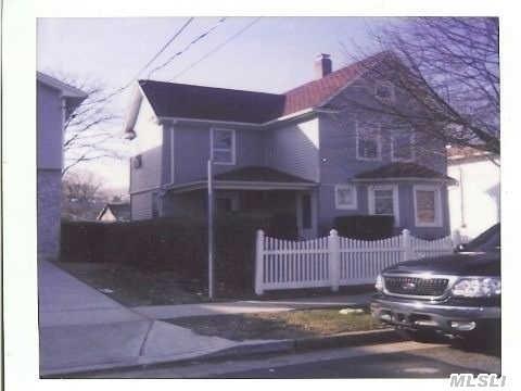 32 Dorlon Street, Hempstead, NY 11550