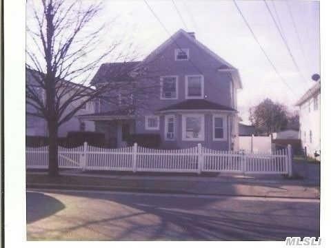 32 Dorlon St, Hempstead, NY 11550