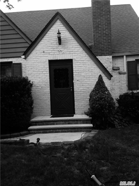 1023 Schuman Pl, Baldwin, NY