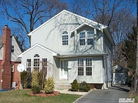 20 Donaldson Pl, Roslyn Heights, NY
