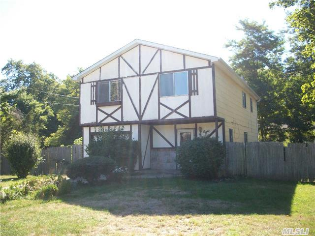 8 Brush Rd, Mastic Beach, NY