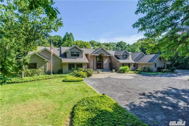 10 Fox Meadow Ln, Huntington, NY