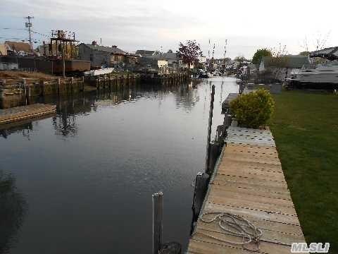 17 Dock Dr, Freeport NY 11520