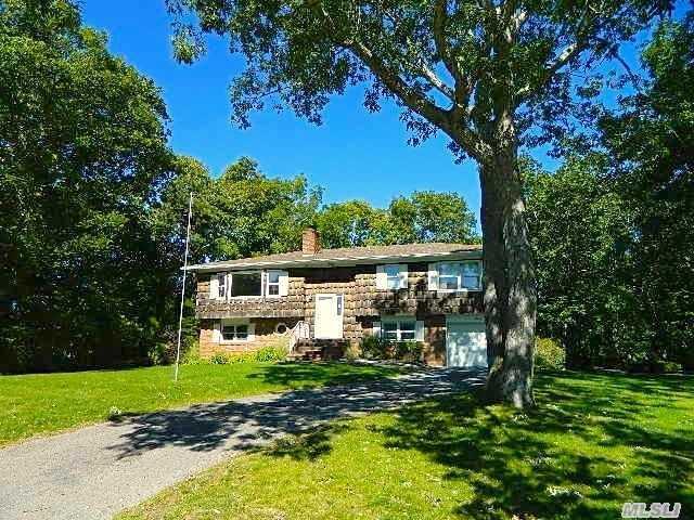 7 Mill Pond Rd, Hampton Bays, NY 11946