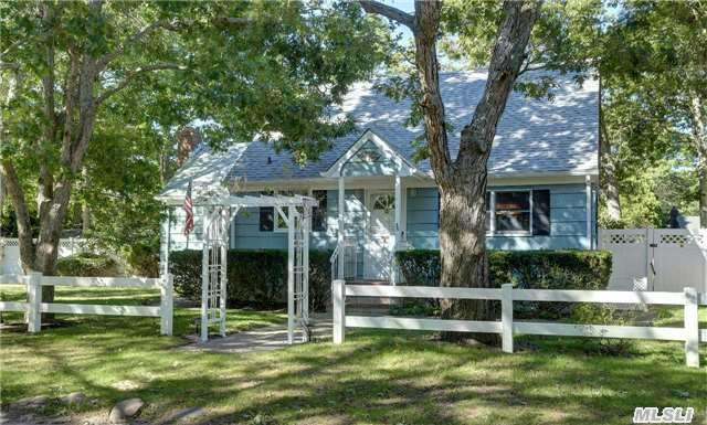 36 Washington Ave, Hampton Bays, NY