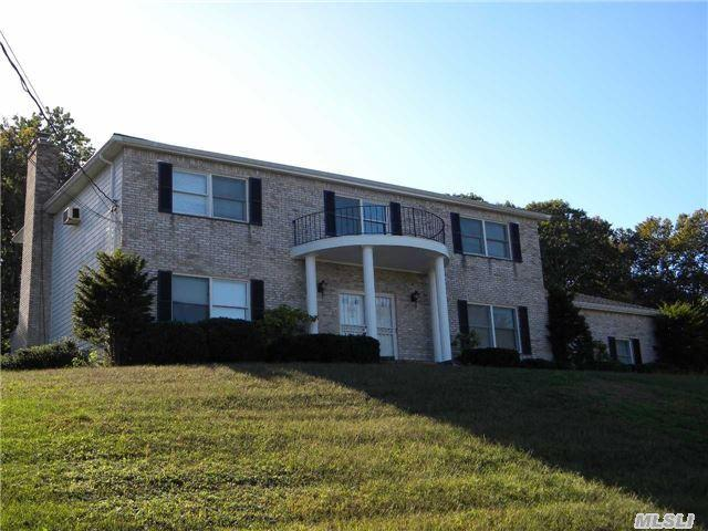 24 Dolphin Way, Riverhead, NY