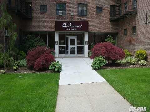 87-50 204th St #APT b-33, Hollis, NY