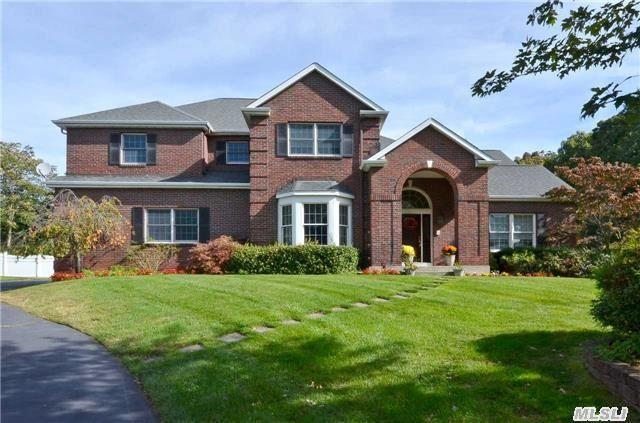 4 Sterling Cir, Huntington Station, NY