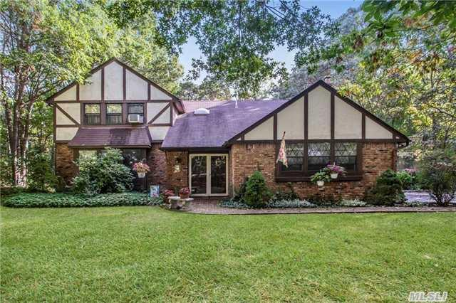37 Florence Dr, Manorville, NY