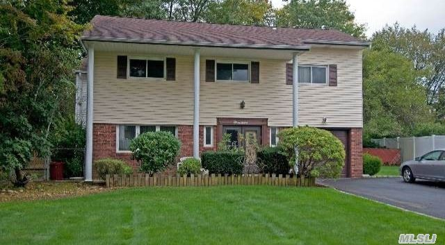 19 Medford Ln, East Northport, NY
