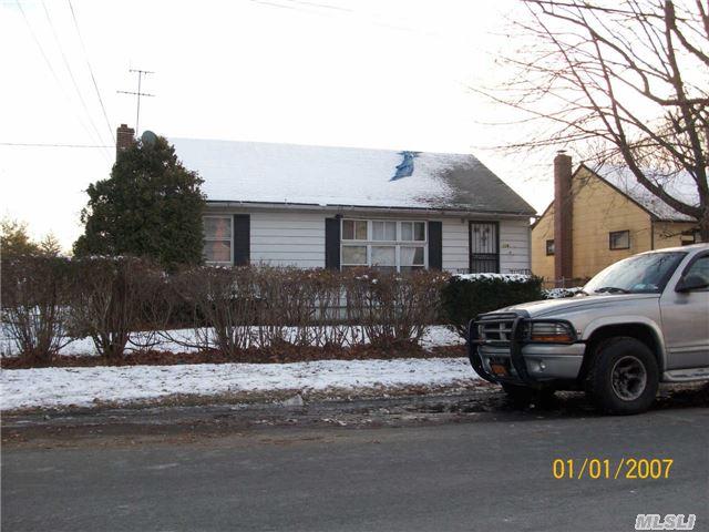 118 Davidson St, Wyandanch, NY