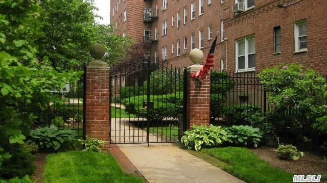 34 Cathedral Ave #APT 1b, Hempstead, NY