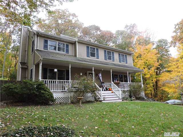 6395 N Country Rd, Wading River, NY