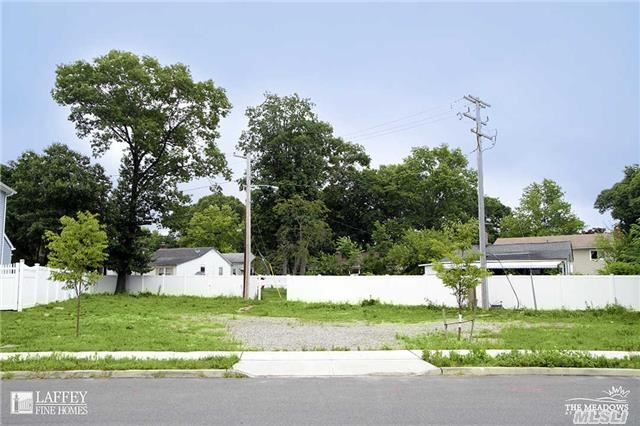 881 Ostego Rd, West Hempstead, NY