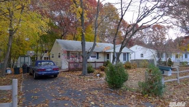 59 Iroquois Trl, Ridge, NY