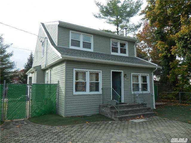1050 Hicksville Rd, Seaford, NY