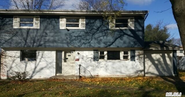 99 Weeks Rd, North Babylon NY 11703