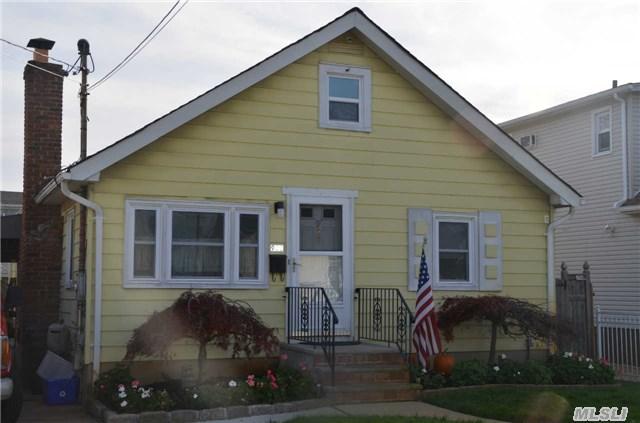 922 Clay St, Baldwin, NY