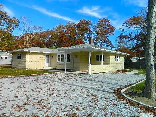 145 W Tiana Rd, Hampton Bays, NY