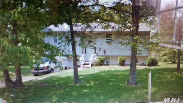 192 Ellen St, Riverhead, NY