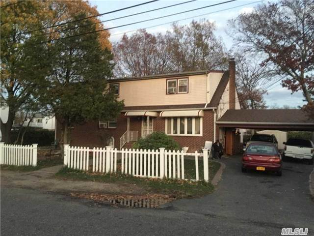 19 Scott Ave, Deer Park, NY