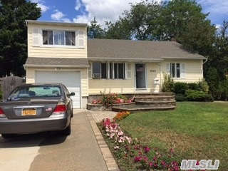 3993 Old Post Rd, Seaford, NY
