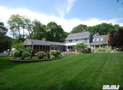 256 N Country Rd, Wading River, NY