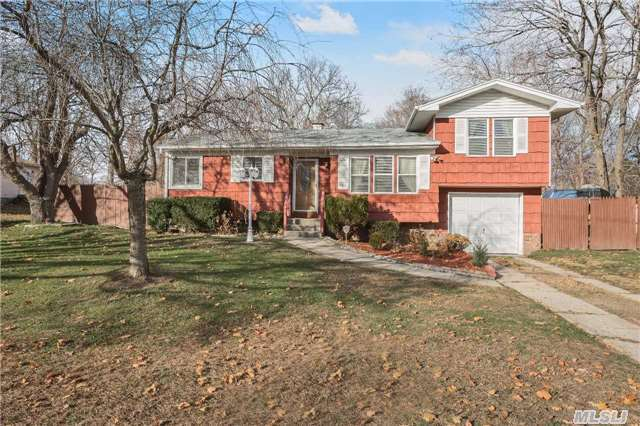200 Piping Rock Rd, Locust Valley, NY