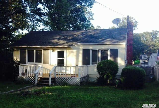 118 Dickinson Ave, East Northport NY 11731